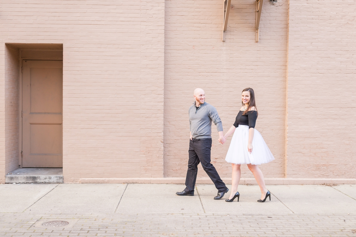 winter-engagements-at-chillicothe-in-the-downtown-area-by-the-stone-and-brick_0513