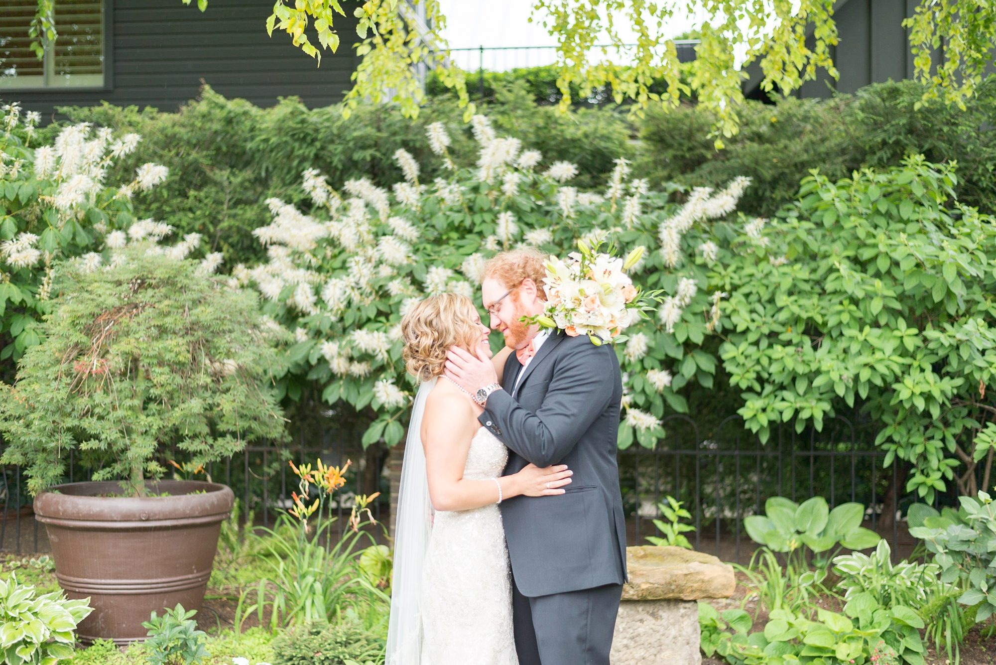 indoor-wedding-at-via-vecchia-in-columbus-ohio-brewery-district_0471
