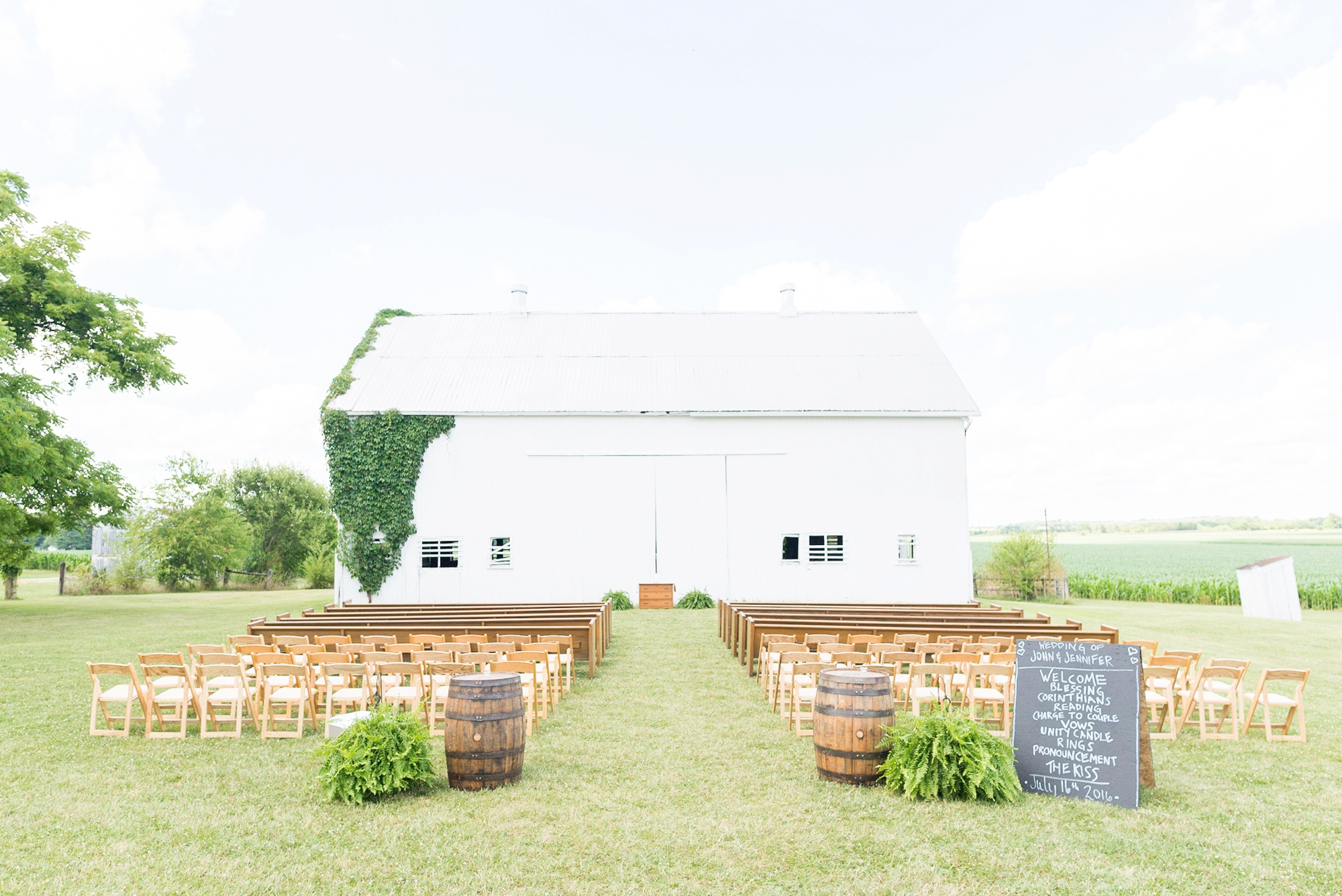 wedding-at-lightning-tree-barn-venue-in-circleville-ohio_0325