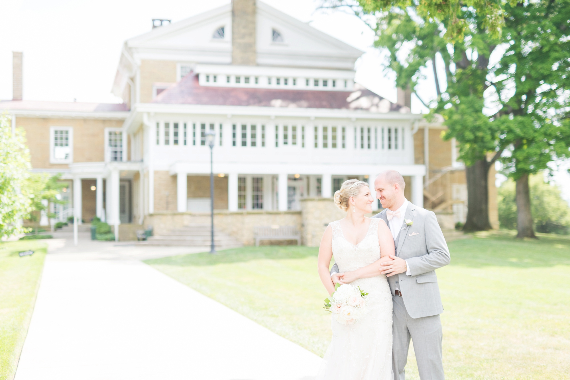 elegant-wedding-photography-at-bryn-du-mansion-in-granville-ohio_0557