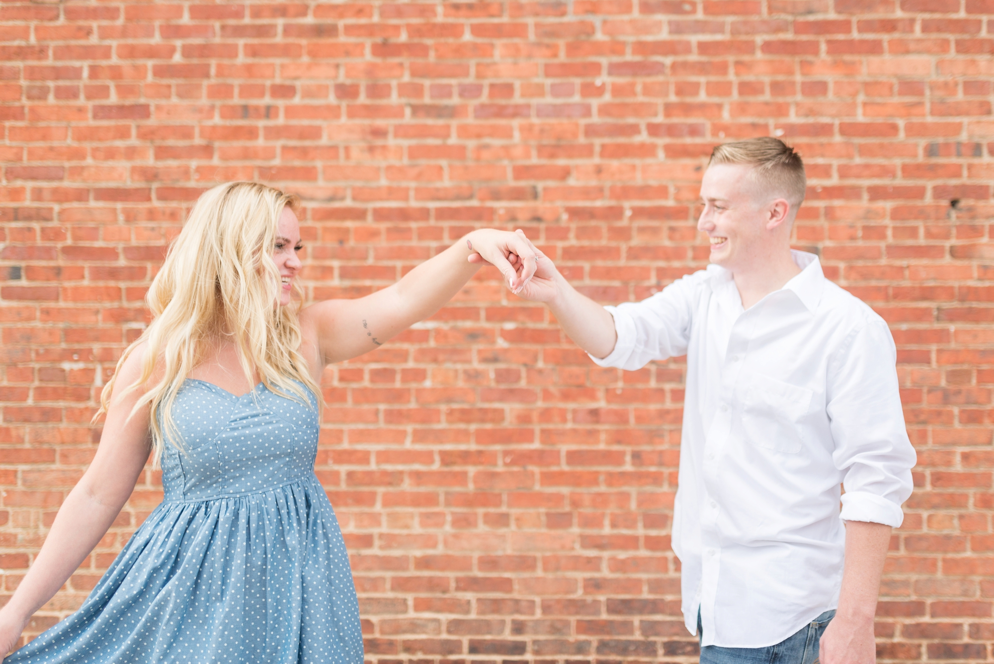 engagement-session-photography-in-downtown-delaware-ohio_0704