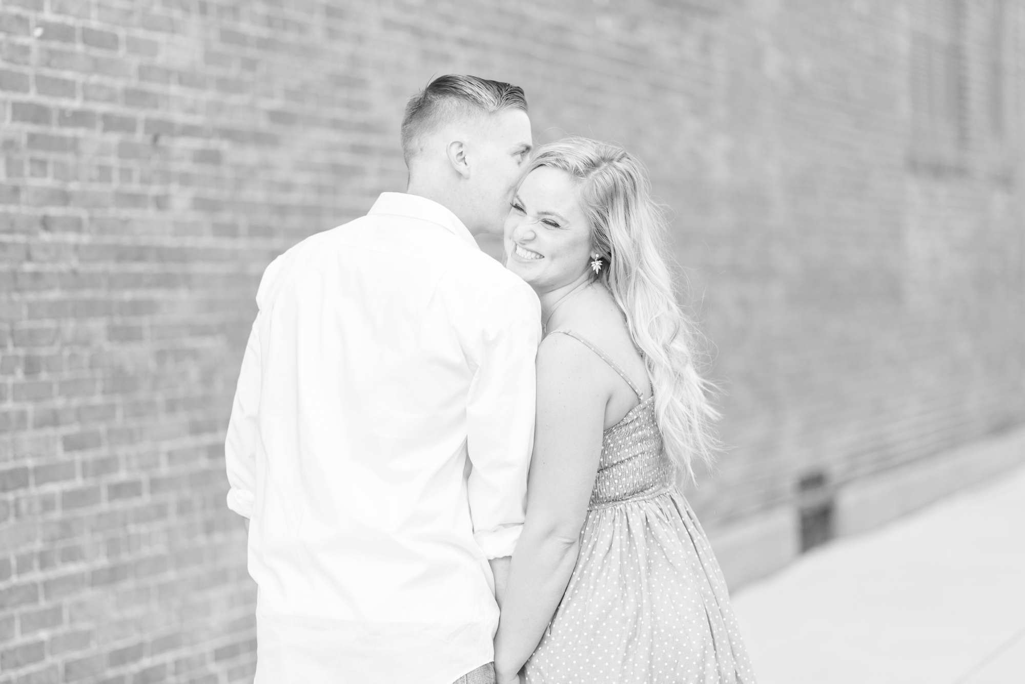 engagement-session-photography-in-downtown-delaware-ohio_0709
