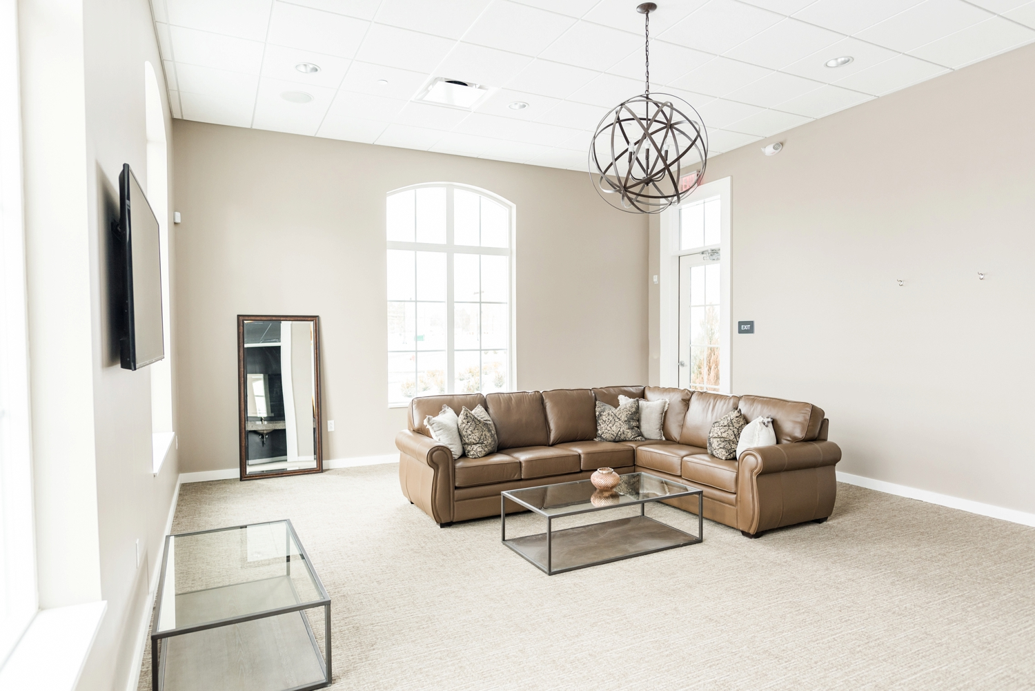 the-estate-new-albany-grooms-suite-inside